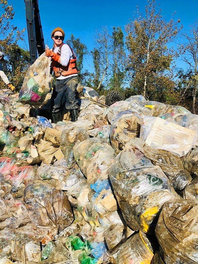 """7. """"Ohio Nehri bölgesini temizlemeye yardım ediyorum. Sadece 1 haftada 18 tondan fazla çöp topladık."""""""