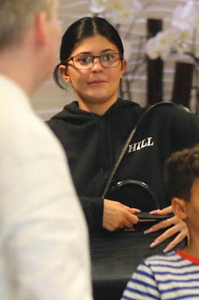 """İşte karşınızda gerçekten """"no make up, no photoshop"""" Kylie Jenner!"""