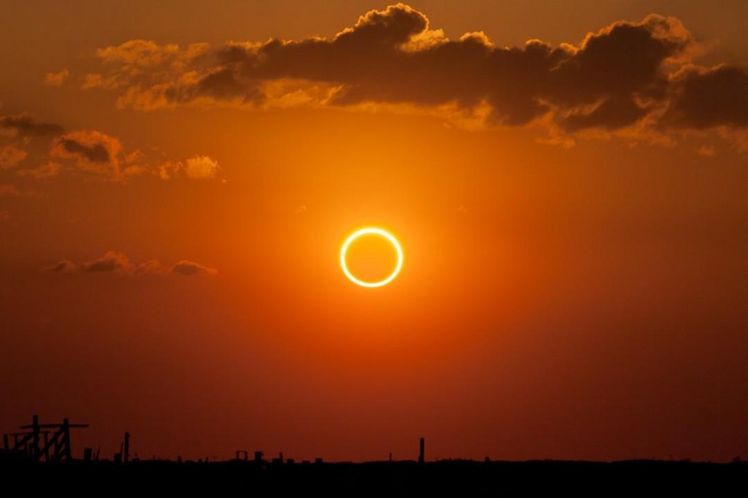 Doğa Olayı Tutkunlarının Beklediği 'Kehribar Güneş Tutulması ...