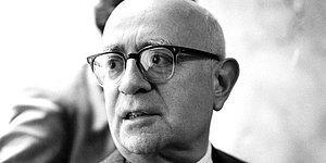 Theodor Adorno: Öyle Hain Bir Dünyadır ki Bu, Farkında Olanlar Bile Kaçınamaz Alçalıştan