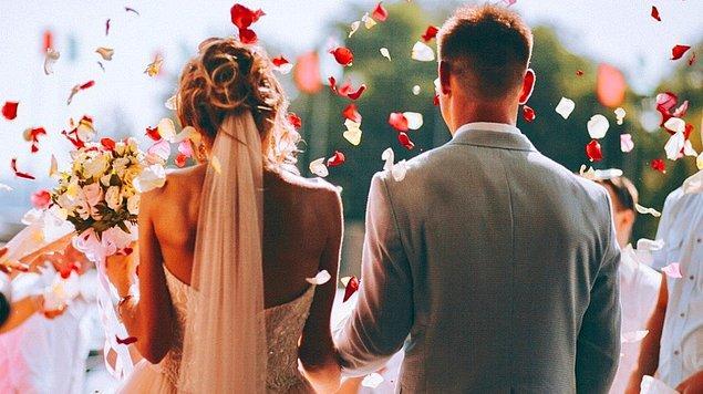 10. Evlilik bir kaleye benzer, dışarıdakiler içeri girmeye, içeridekiler ise dışarı çıkmanın hayalini kurar.