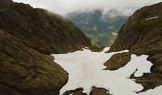 Bir Dağın Etrafında Uçsuz Bucaksız Yolculuğa Çıkan Drone'nun Kaydettiği Muhteşem Görüntüler!