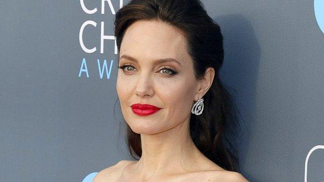 5. Kamboçya'da yaşanan soykırım ve terör olaylarını anlatan, Angelina Jolie'nin yönetmen koltuğunda oturduğu film hangisidir?