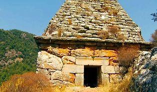 Yıllarca Türbe Diye Ziyaret Edildi: Marmaris'teki Anıt Mezarın Bir Gladyatöre Ait Olduğu Ortaya Çıktı