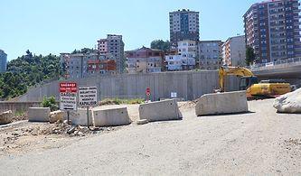Yol Yaptılar, Mahalleyi Duvarla İkiye Ayırdılar: '50 Metre İçin Bir Kilometre Dolanıyoruz'