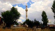 Görenler Şaşkın: Minare, Camiden 100 Metre Uzakta ve 16 Yıldır Tek Başına