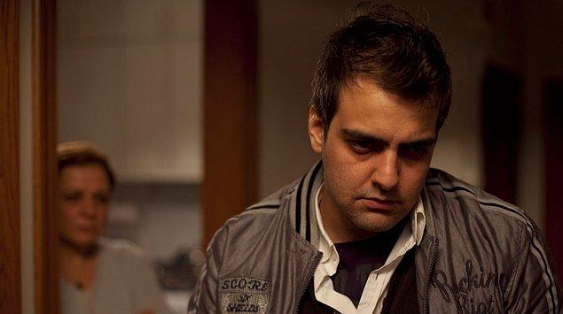 Öyle ki, Çoğunluk'ta canlandırdığı Mertkan rolüyle 47. Antalya Altın Portakal Film Festivali'nde En İyi Erkek Oyuncu Ödülü'nü almayı başardı.