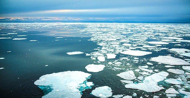 12. Deniz buzu, deniz suyunun 1/10'u kadar tuz barındırdığı için içilebilir. Bunun nedeni buzun kristal yapısını deniz tuzuyla birleştirmemesidir.