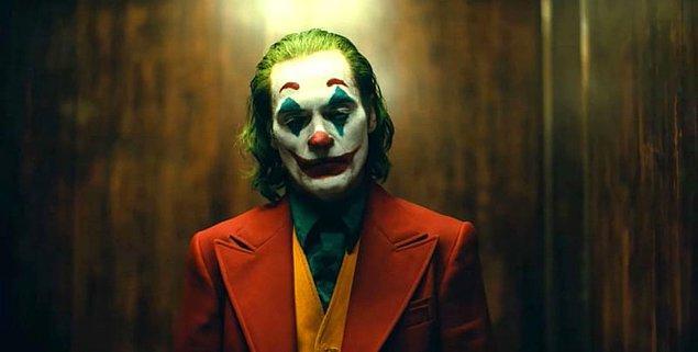 17. Joker'i geçmişte canlandıran çoğu oyuncu, karakteri canlandırırken gerçekte de karamsar bir hale gelse de, Phoenix böyle bir deneyim yaşamadığını söyledi.