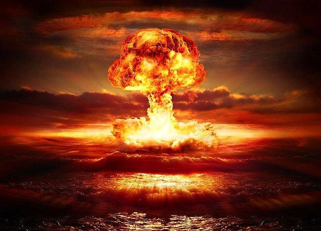 1964 - Çin, ilk atom bombasını patlatarak dünyanın 4. nükleer gücü oldu.