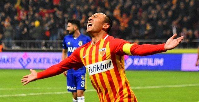 Karşılaşmada ev sahibi ekibe galibiyeti getiren golü 58. dakikada Umut Bulut kaydederken, sarı-lacivertli ekibin üç topu direkten döndü.