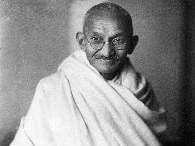 1913 - Hint lider Mahatma Gandhi tutuklandı.