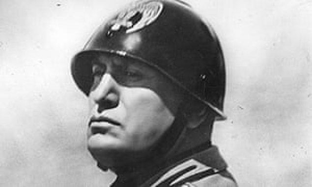 1921 - İtalya'da Mussolini, kendisini Ulusal Faşist Parti'si lideri ilan etti.