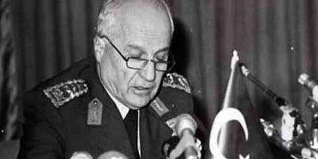 1982 - 12 Eylül Anayasası, yürürlüğe girdi. Buna göre; Millî Güvenlik Konseyi oluşturuldu ve Devlet Başkanı Kenan Evren, Cumhurbaşkanı ilan edildi.