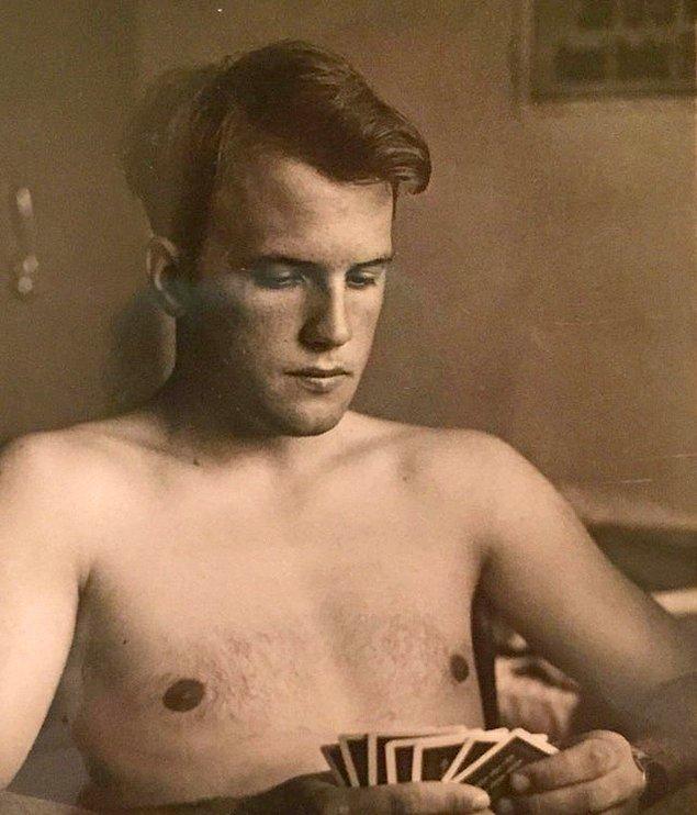 """11. """"Babam 1960'larda Hava Kuvvetleri'nde kart oynuyor."""""""