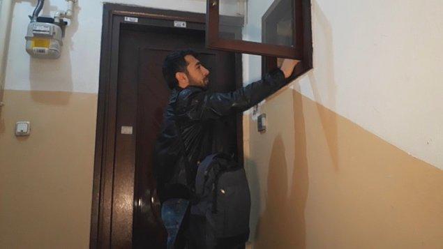 Saat 09.30 sıralarında eve gelen BEDAŞ ekipleri, 607,16 liralık elektrik faturasının 2 aydır ödenmediği gerekçesiyle elektrikleri kesti.