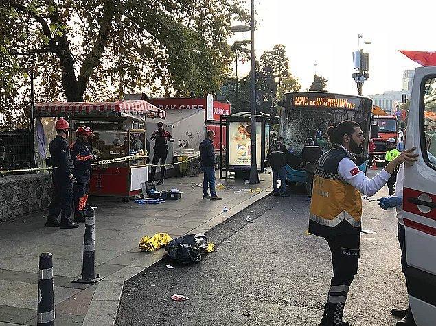 4. 3 Kasım günü, Beşiktaş Meydanı'nda bir durağa dalan otobüsün şoförü elinde bıçakla aşağı indikten sonra bir kişiyi yaraladı ve denize atladı.