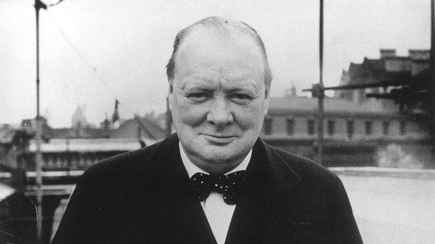 8. Winston Churchill, Amerika'da alkol yasağı olduğu dönemlerde bir keresinde doktoruna 'belirsiz miktarda alkol alabilir' notu yazdırmıştı.