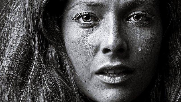 5. Bu fotoğrafa baktığında, kadının neler hissetiğini tahmin edebilir misin?