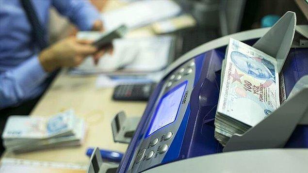 Hazine ve Maliye Bakanlığı'na bağlı vergi dairelerinin uygulamasında ekim başında öğrenciler dahil 3.9 milyon yurttaşın banka hesabına haciz konmuştu.