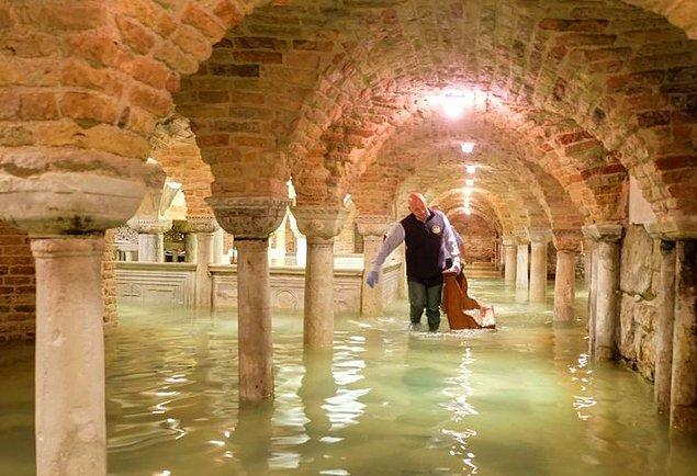 3. San Marco Bazilikası'nın mahzeni de sular altında kaldı.