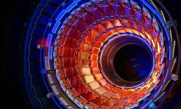 8. Dünyada inşa edilmiş en karmaşık deney düzeneği, Hadron Çarpıştırıcısı'nın içini görelim mi?