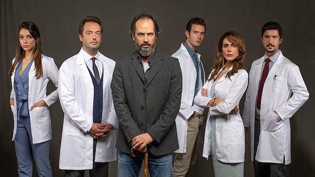 Hekimoğlu da yakında bu dizinin uyarlaması olmak gibi büyük bir iddiayla geliyor. Timuçin Esen Dr. House'u, Okan Yalabık onun en yakın arkadaşı Wilson'ı, Ebru Özkan ise hastane yöneticisi Lisa'yı canlandıracak.