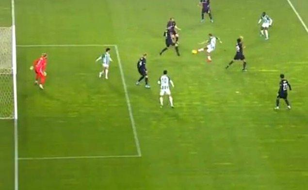 3. dakikada Konyaspor, Deni Milosevic'in golüyle 1-0 öne geçti.