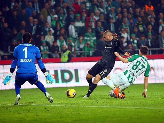 Maçın 72. dakikasında Beşiktaş'ın golcü ismi Burak Yılmaz golü buldu ve takımını 1-0'lık üstünlüğe taşıdı.