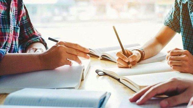 Türkiye'de 15 yaşındaki öğrencilerin yüzde 73'ünü temsil eden 186 farklı okuldan 6 Bin 890 öğrenci PISA testine girdi.