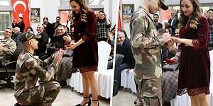 Yemin Töreni Sırasında Kız Arkadaşına Evlenme Teklifi Eden Asker!