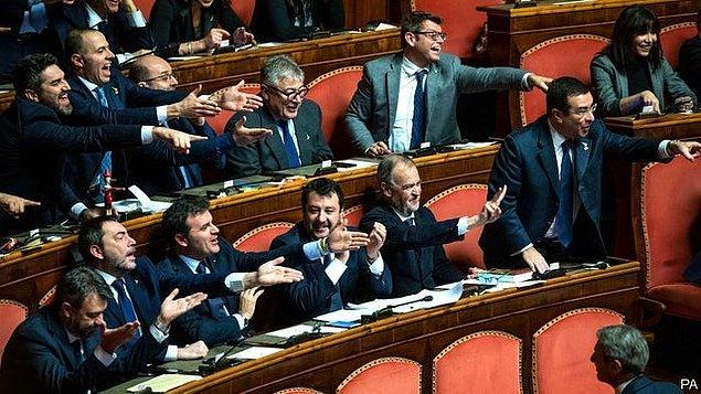 "13. ""Parlamento"""