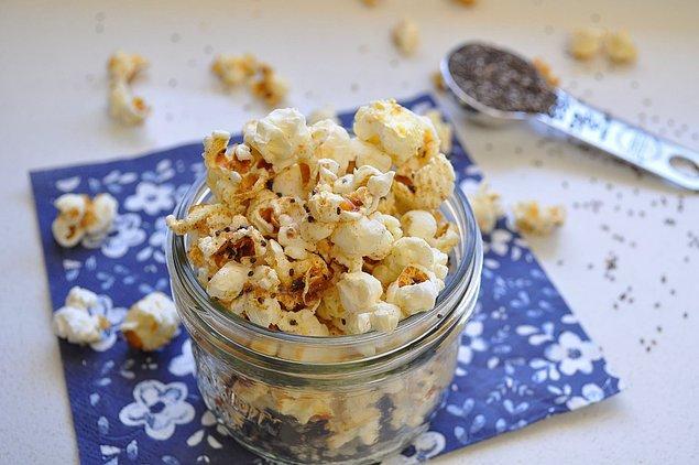 15. Patlamış mısır + Chia tohumu