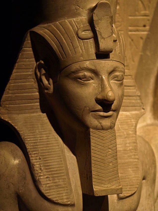 7. General Horemheb, Tutankhamun'un danışmanlarından birisiydi. Kendisi aynı zamanda kralın suikast şüphelilerinden birisiydi. Tutankhamun'un ilk varisinin ölümünden sonra tahta geçti.