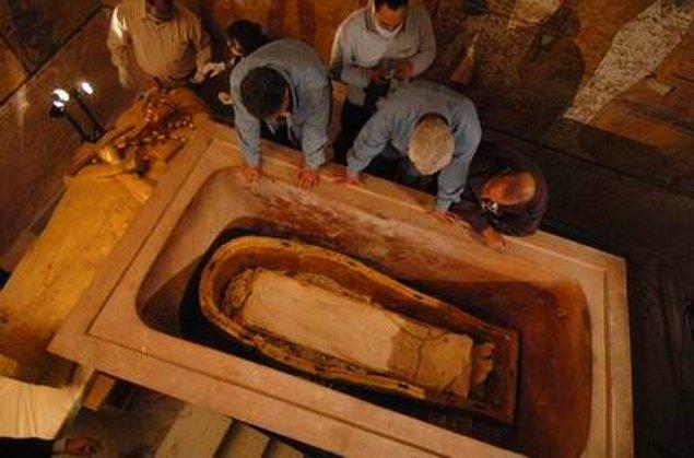15. Tutankhamun'un mumyası iç içe geçmiş 3 tabutun içinde bulunuyordu. Matruşka bebekleri gibi...