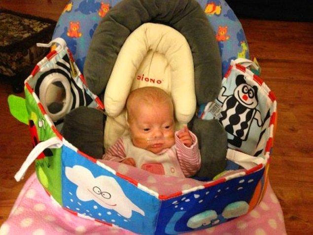 """""""123. gün...Edie okumaya hazır! Oksijen akış hızı düzenli olarak azaltılıyor ve bu değişimle başa çıkıp çıkamadığına dair bilgi hastane tarafından veriliyor."""