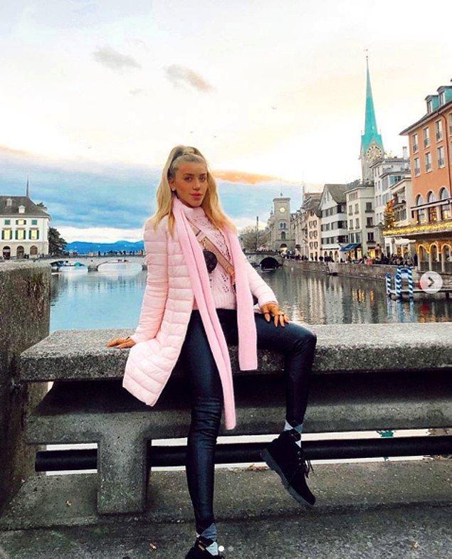 Anneleri İsveç'te modacı olduğu için modadan hiç uzak değiller, adeta içine doğmuşlar. Şu an kendi markaları bile var.
