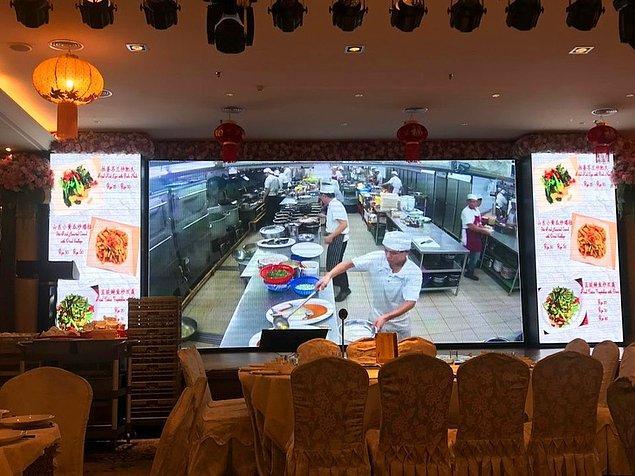 6. Mutfağını canlı olarak, gelen misafirlere izleten restoran.