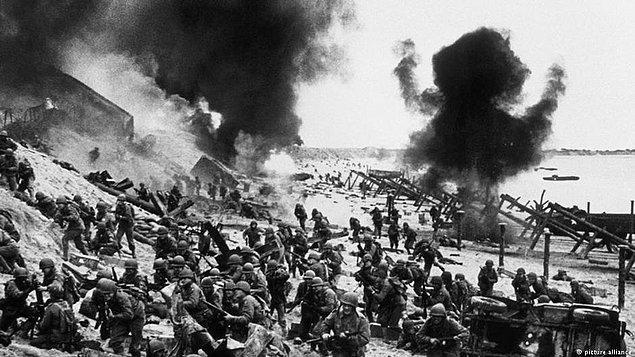 Gelelim erkeklere. Erkeklerin alyans takması  II. Dünya Savaşı sırasında gerçekleşmiş. Çünkü savaş sırasında orduya katılan erkeklerin yüzüğe bakış açıları değişmiş.