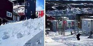 Kanada'da Yağan Karın Tadını Sokakta Kayak Yaparak Çıkaran Kayak Tutkunu!