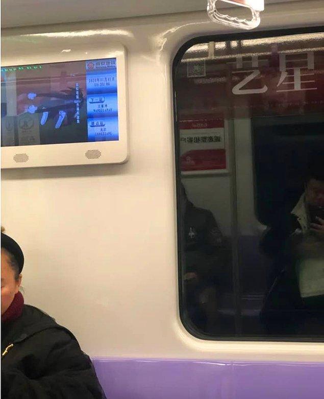 10. Çocuklar için çizgi film oynatılan metro televizyonu