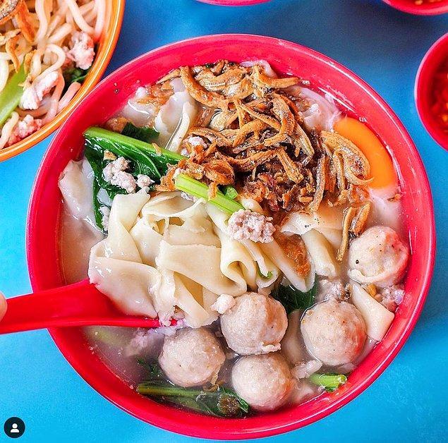 19. Banmian (Çin makarna çorbası):