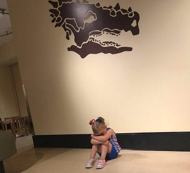 """12. """"Şu an, geldiğimiz müzenin dinozor müzesi yerine bir çocuk müzesi olarak isimlendirilmesine kızmış durumda."""""""