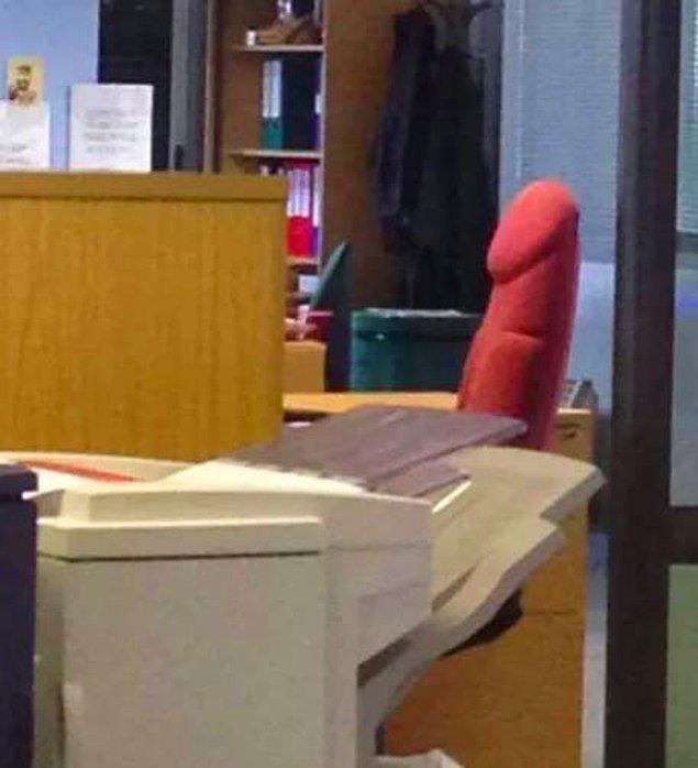 5. Ofis koltuğu olduğunu tek seferde anladın mı yoksa bir daha dönüp baktın mı?
