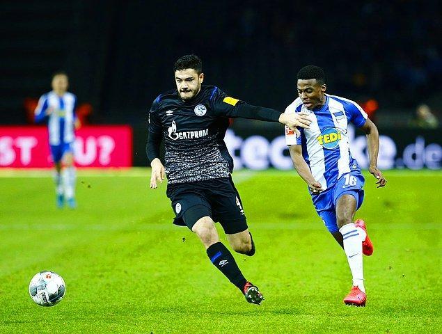 Bundesliga'nın 20. haftasında Schalke 04, deplasmanda Hertha Berlin ile 0-0 berabere kaldı. Ozan Kabak 90 dakika başarıyla mücadele etti.