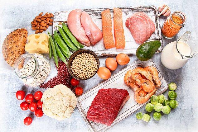 İsveç diyet listesinde bulunan yiyecekler sadece vücudumuzun kilo verme işlemini hızlandırmak için ihtiyaç duyduğu düşük kaloriyi ve günlük enerjiyi vermekle kalmayacak, aynı zamanda vücut için gerekli olan tüm besinleri de sağlayacaktır.