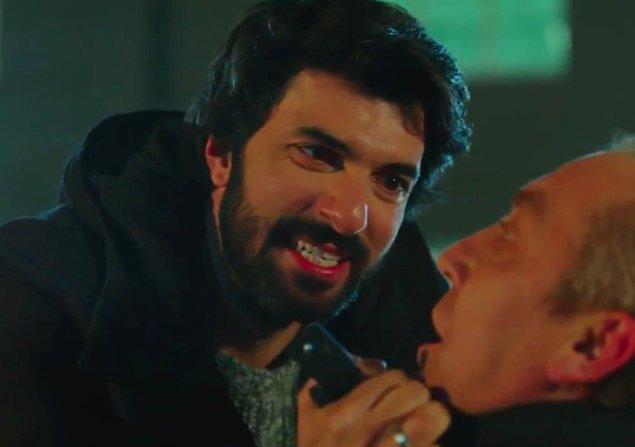 Tabii bir de Kara Para Aşk var... 2014 yılında yayınlanan dizide Engin Akyürek, Tuba Büyüküstün ile başrolü paylaşmıştı hatırlarsanız. Komiser Ömer rolüyle yine hepimizi ekran başına kilitlemişti.