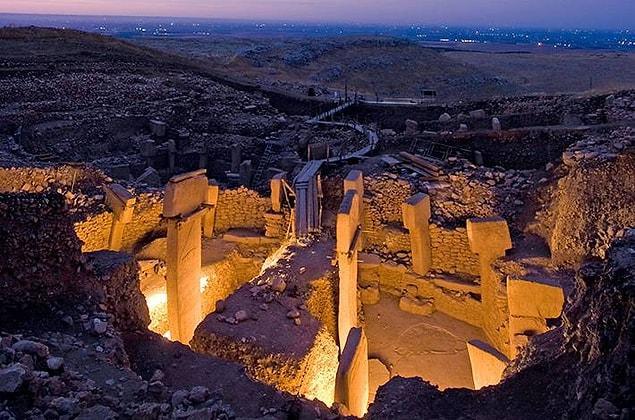Şanlı Urfa'da bulunan yerleşim yeri ilk kez 1963 yılında keşfedildi ve önemi 1994 yılında anlaşıldı. Kazılar sonucunda pek çok bilgiye ulaşılsa da birçok detay gizemini koruyor.