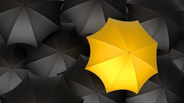 1. Bu sarı şemsiyeyi gördüğün anda aklına ilk hangi dizi geldi? Bu soruya ya hemen cevap verirsin ya da o efsane diziyi hiç izlememişsin.