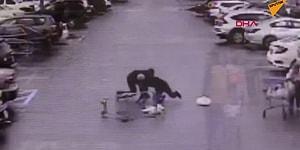 Alışveriş Arabasıyla Hırsızı Etkisiz Hale Getiren Adam!